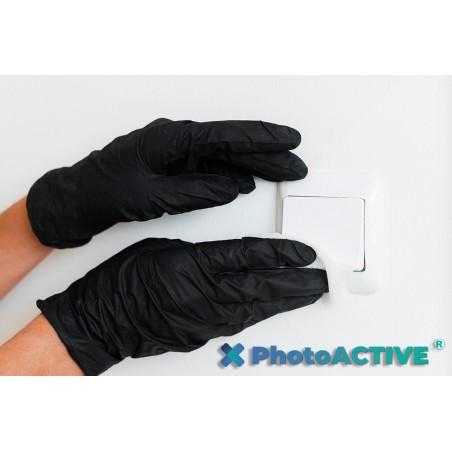 Application de PhotoACTIVE en spray sur les interrupteurs et les boutons