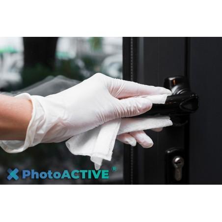 Application de PhotoACTIVE en spray sur les poignées de porte