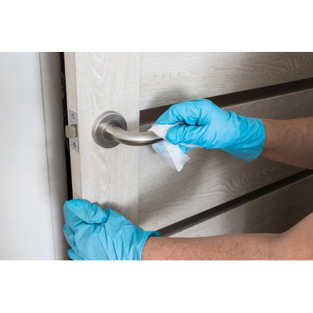 désinfection d'une poignée de porte avec lingettes safe touch +